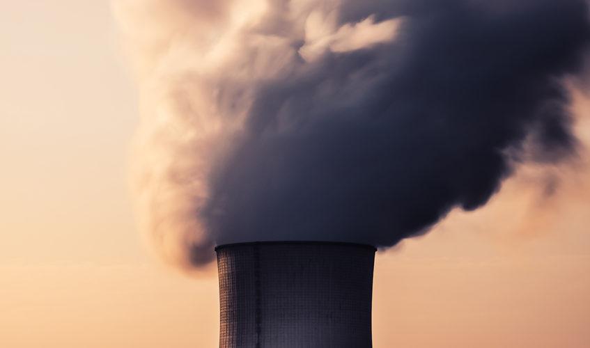 Ein rauchender Schornstein–das Symbol für Umeltverschmutzung
